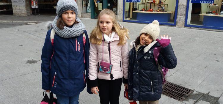 Besuch der Klasse 4b auf dem Weihnachtsmarkt